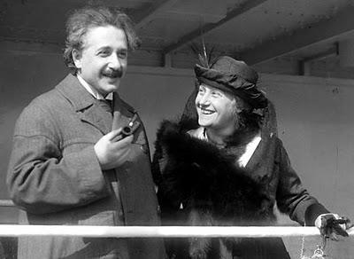 Albert Einstein có lẽ là nhà khoa học có tầm ảnh hưởng lớn nhất từ trước đến nay.